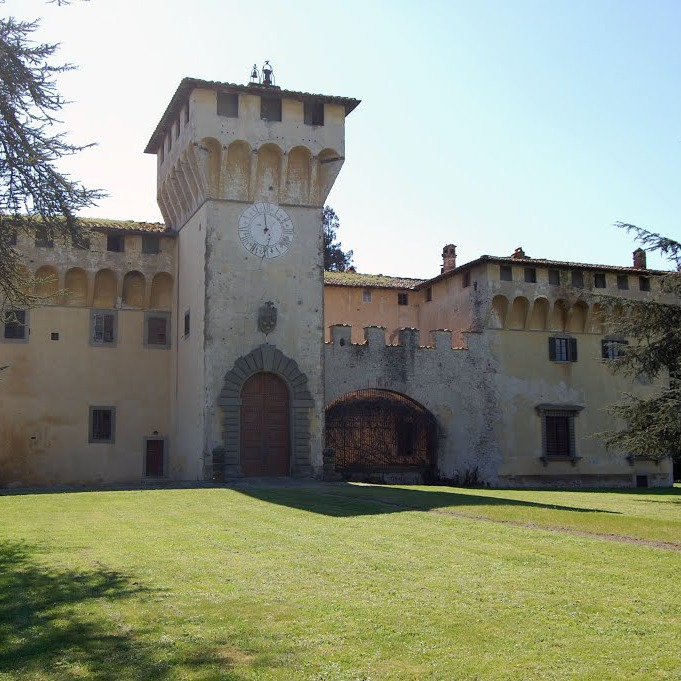 Old mansion  hotel in Mugello