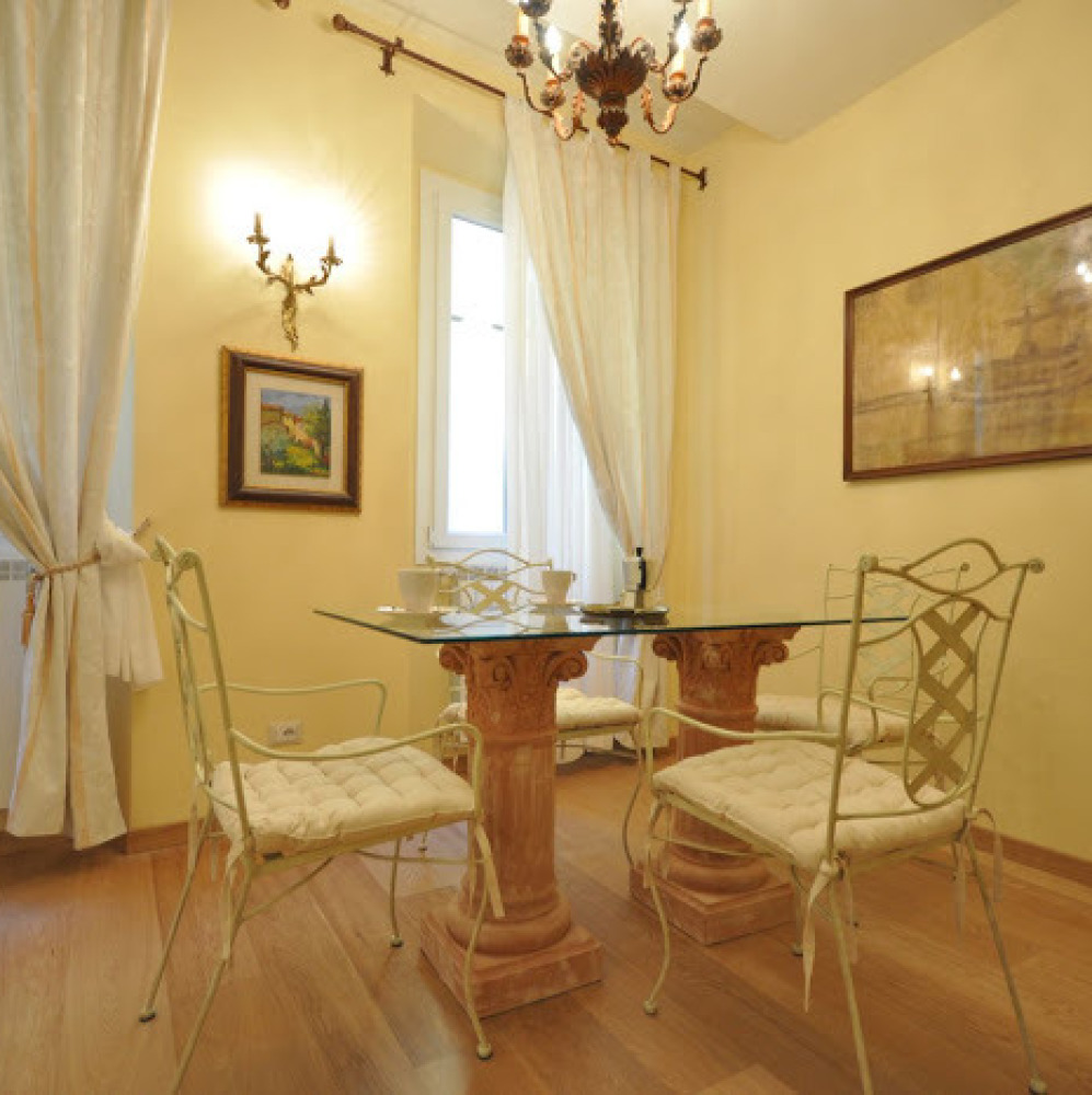 Romantic apartment in Florence