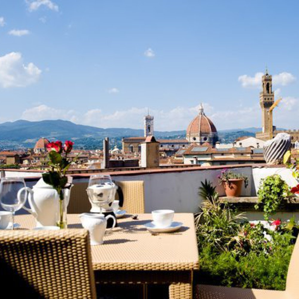 Elegant suite with 3 terraces in Florence