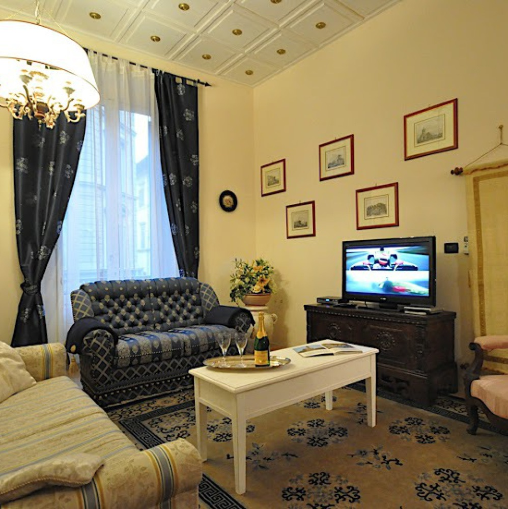 Large apartment in Florence