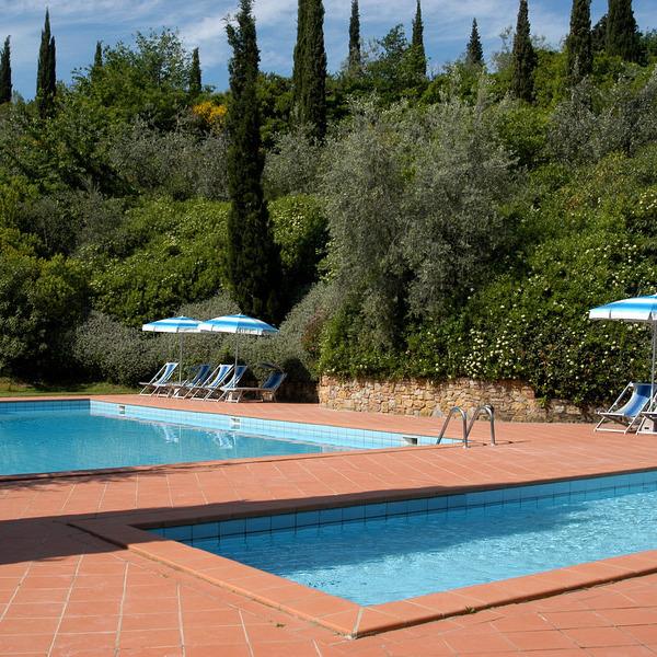 Grandi appartamenti & piscina, tennis, orto