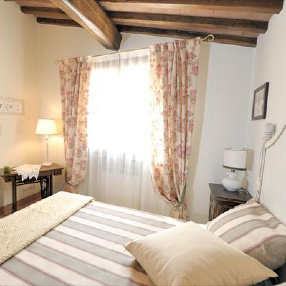 Comfortable farmhouse and pool near Certaldo