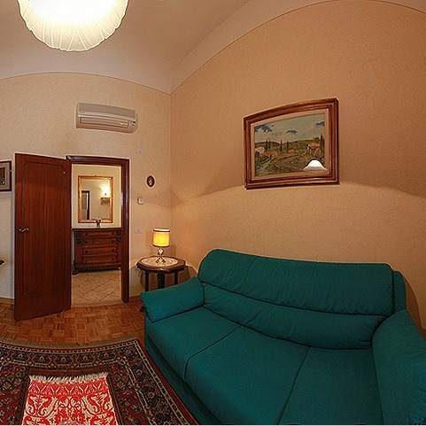 Apartment in Florence in an Historical Square
