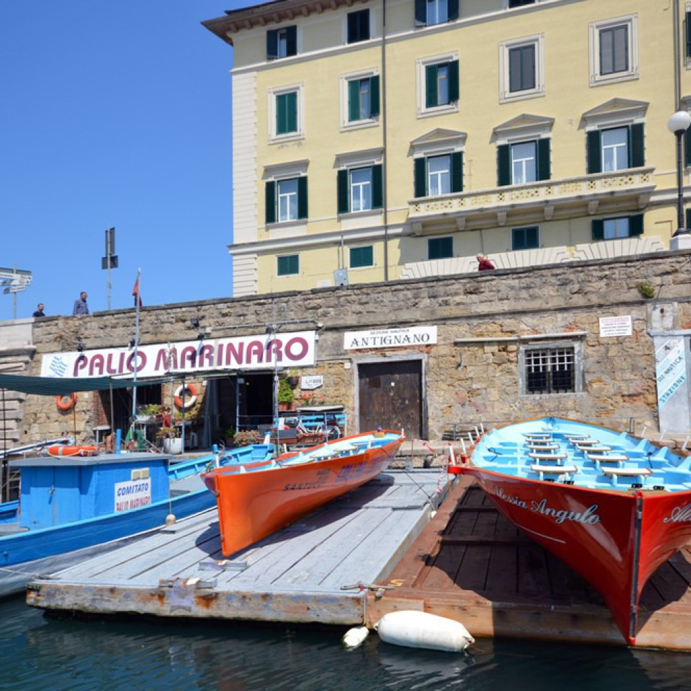 Visit Livorno by boat along the canals