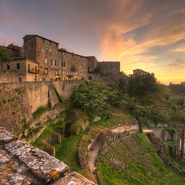 Farmhouse & etruscan tombs in Volterra