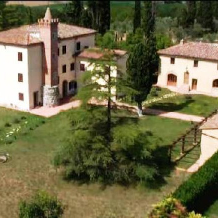 Villa with apartments in Siena countryside