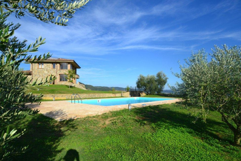 Villa & swimmingpool on the Bolsena Lake