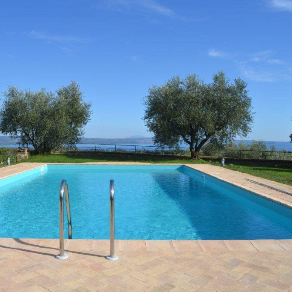 Villa con piscina coperta sul Lago di Bolsena