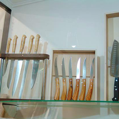 Discover the art of making knives and blades