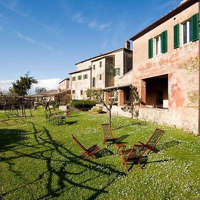 Antico borgo nella campagna toscana