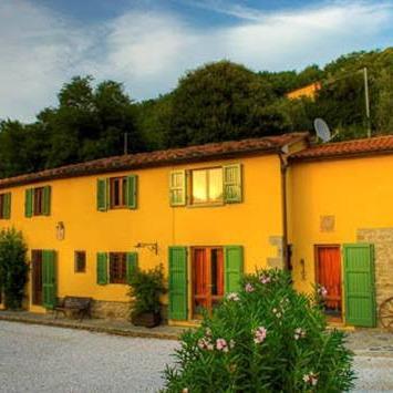 Casale con piscina Lucca e Pistoia