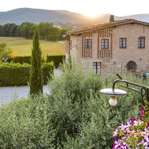 Rooms and food in the Siena countryside