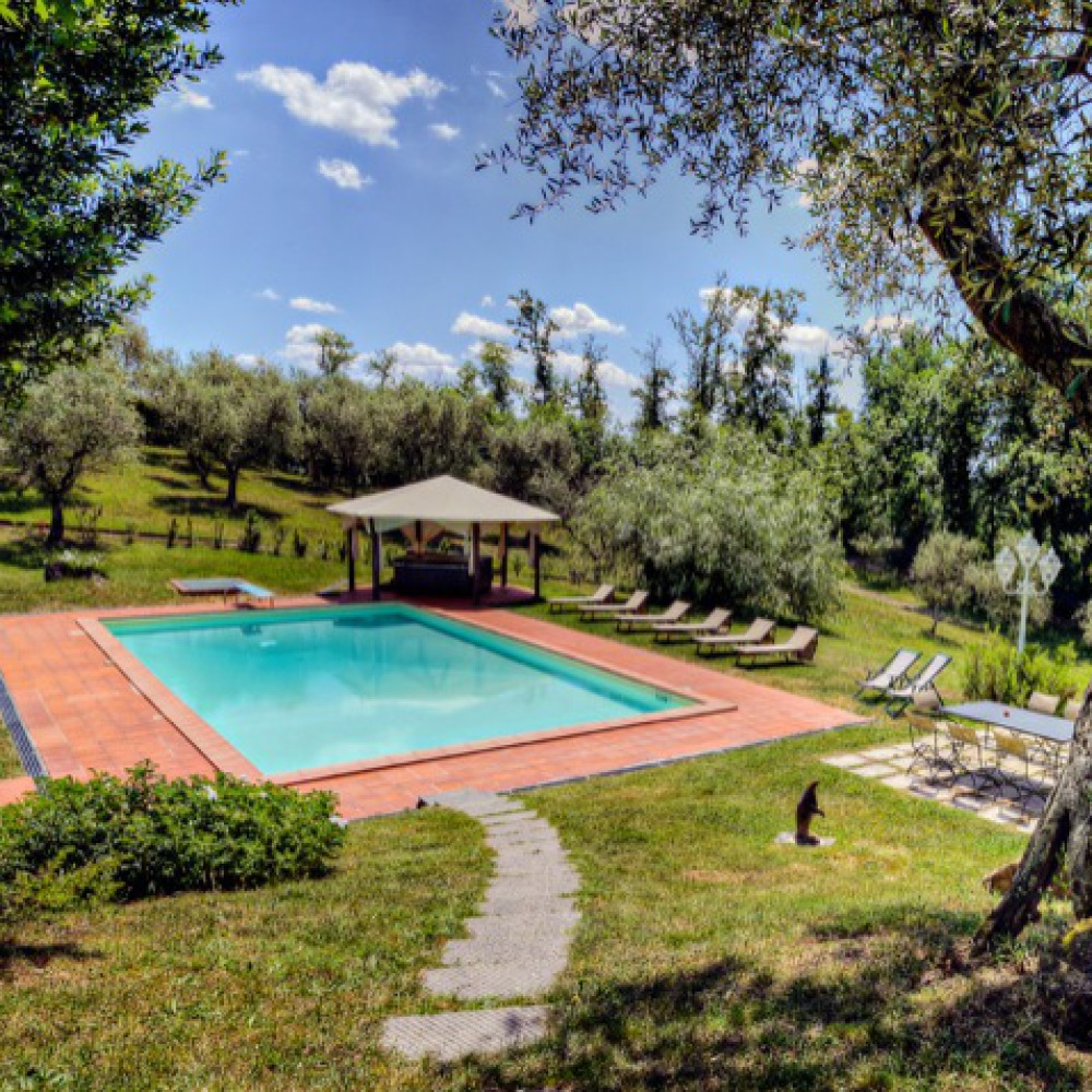 Villa with pool around Lucca